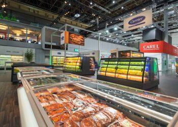 Monitoimiallas-Multinor-ovelliset-kylmäkalusteet-myymälään-Suomen-myymäläkaluste