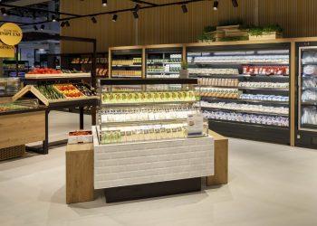 Kaksipuoleinen kylmähylly ServiGo deli-tuotteille pieneen tilaan - Suomen myymäläkaluste